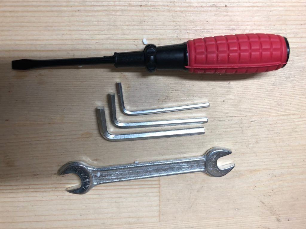 Pilarka taśmowa PARKSIDE PBS350A1 - narzędzia w komplecie