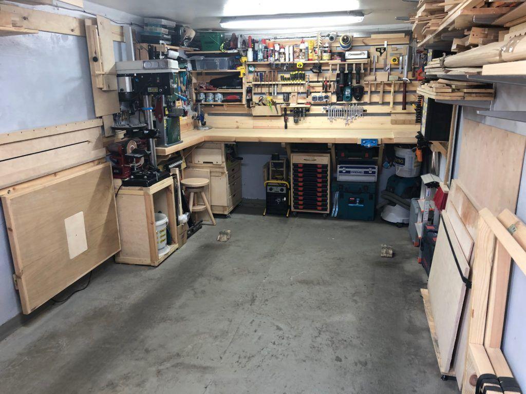 Warsztat stolarski w garażu